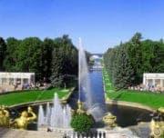 Панорама на фонтаны Петергофа