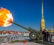 Выстрел пушки Петропавловской крепости